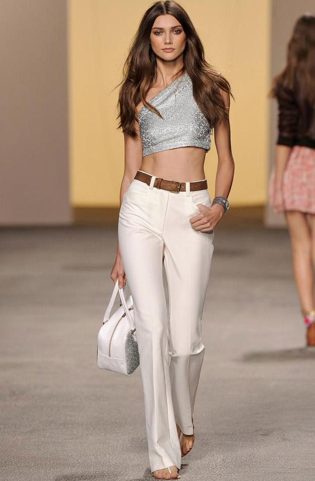 crop-tops-trend-that-has-not-success-this-sea-L-9uXsHd