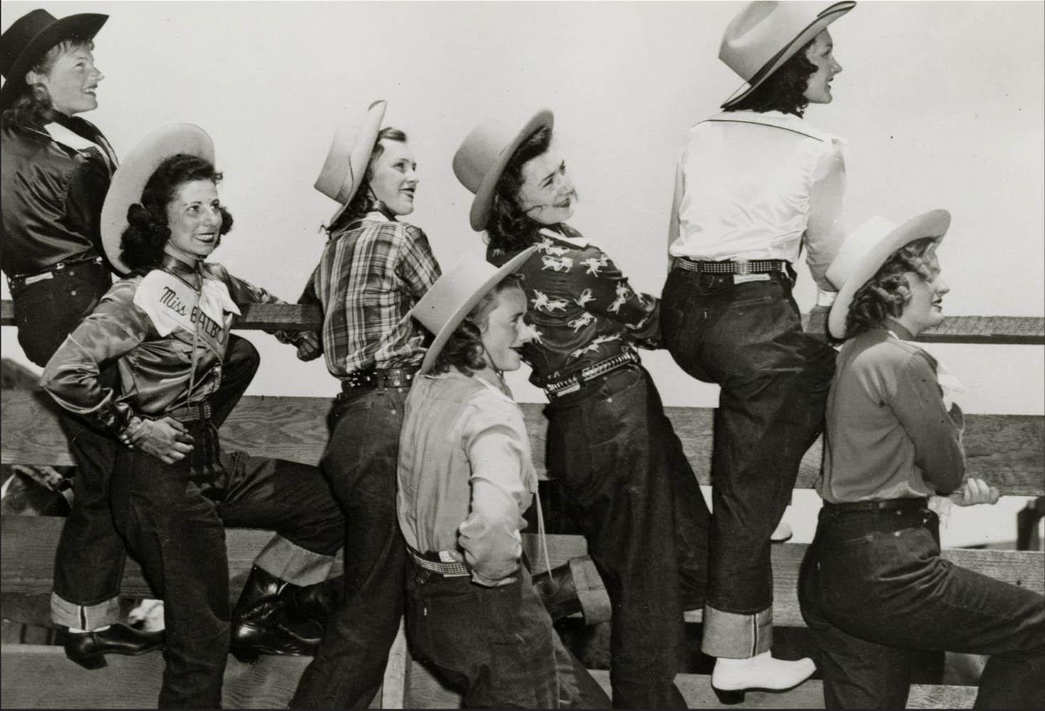 История появления женских брюк